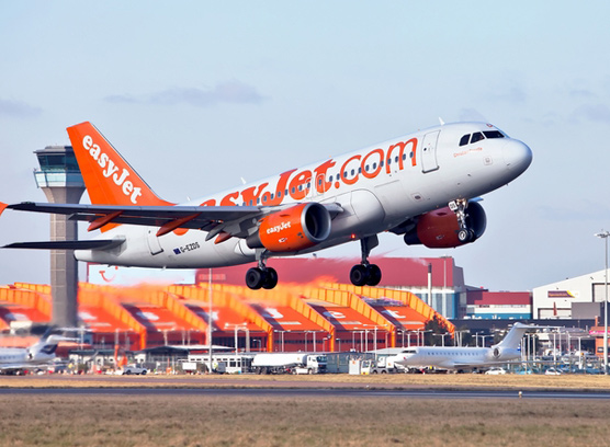 Luton Airport Taxi Transfers from £40.00*
