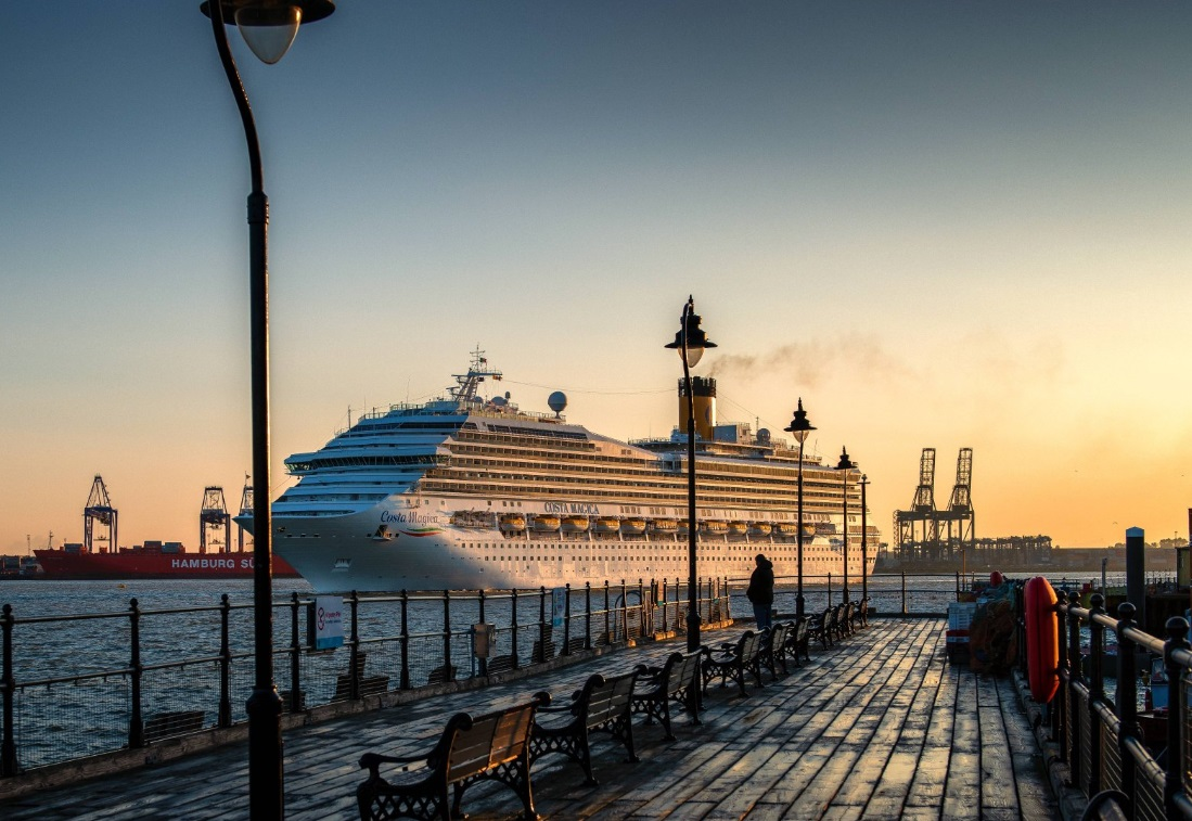 Tilbury Docks – London City Airport Taxi Transfers from ₤55.00*