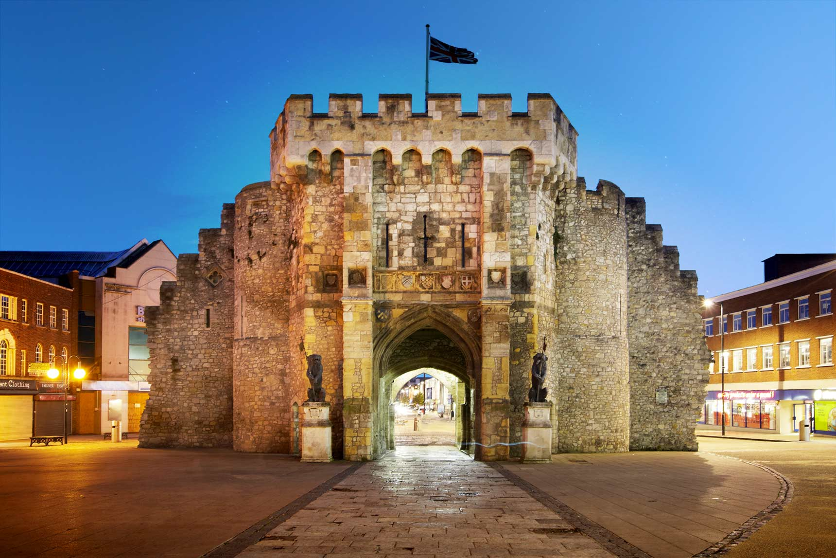 Taxi Southampton – Heathrow Airport from £89.00*