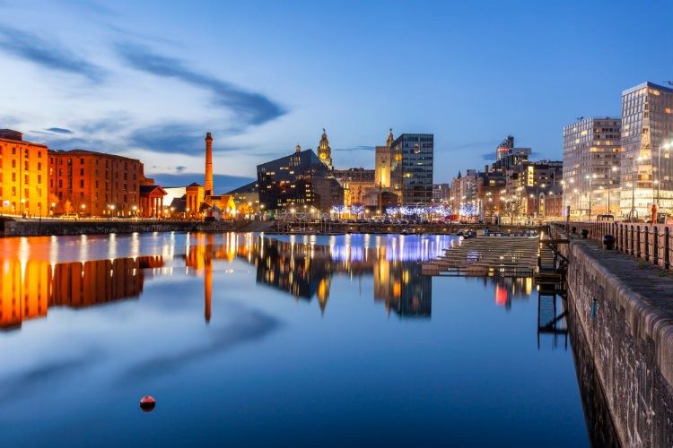 Taxi Liverpool – Gatwick Airport from £229.00*