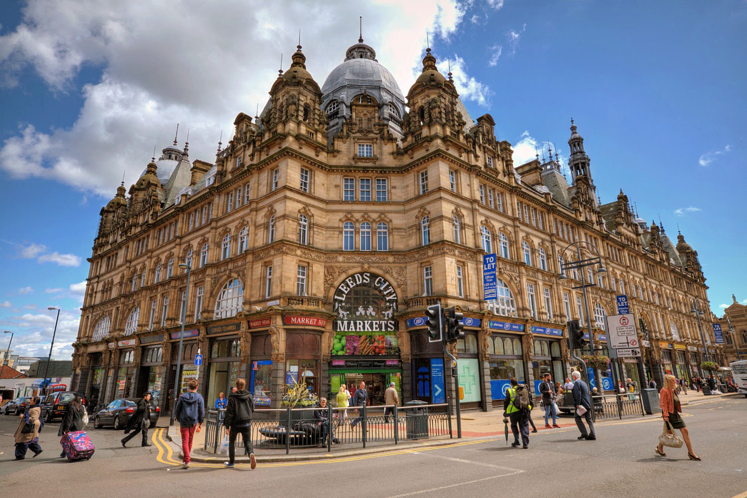Taxi Leeds – Heathrow Airport from £249.00*
